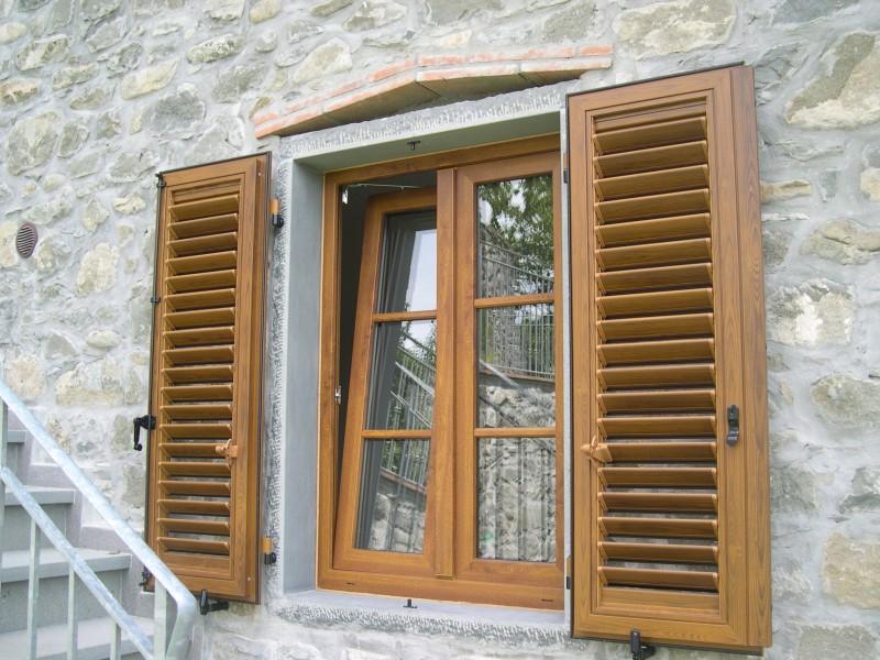 Bacci infissi corsagna lucca finestre alluminio e pvc in garfagnana - Finestre con persiane ...